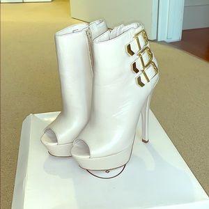 Steve Madden; Argentina Platform Boots; Size 7.0